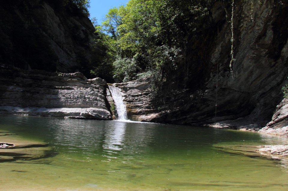 Un salto dalla Torre medioevale nelle piscine naturali del Bidente