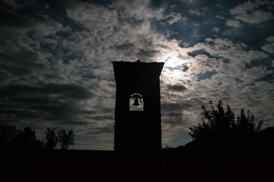 Luna piena da brividi al borgo fantasma