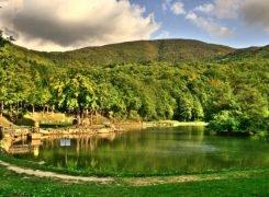I laghi ai piedi del Monte Comero